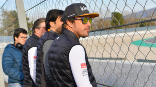 Alonso, con Sainz y Zak Brown.