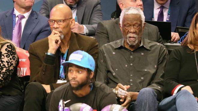Kareem Abdul Jabbar (izquierda) junto a Bill Russell en el pasado All...