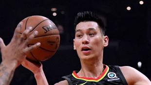 Jeremy Lin en acción en su etapa en los Hawks