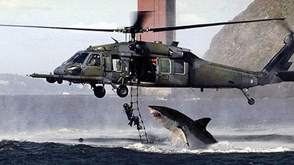 Tiburón atacando un helicóptero