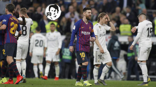 Lionel Messi leaving the pitch at the Bernabéu.