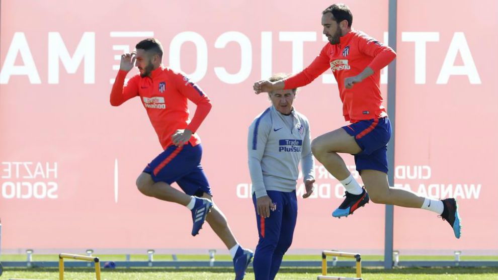 Koke and Godín during Atletico's training session.
