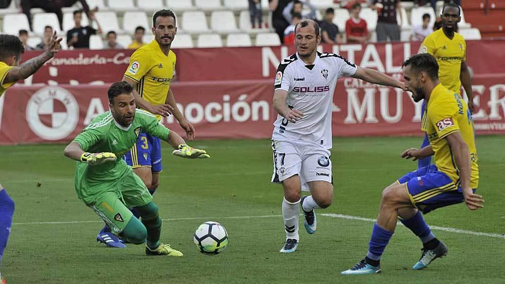 Zozulia, durante el partido ante el Cádiz de la pasada temporada
