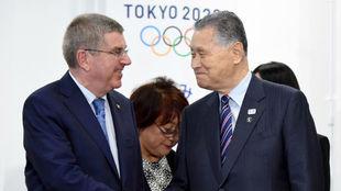 Thomas Bach y Yoshiro Mori, presidente de la candidatura de Tokio...