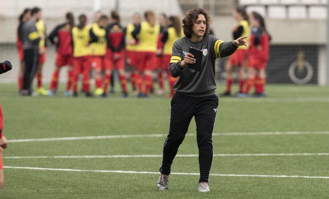Natalia Arroyo dirigiendo un entrenamiento de la selección femenina...