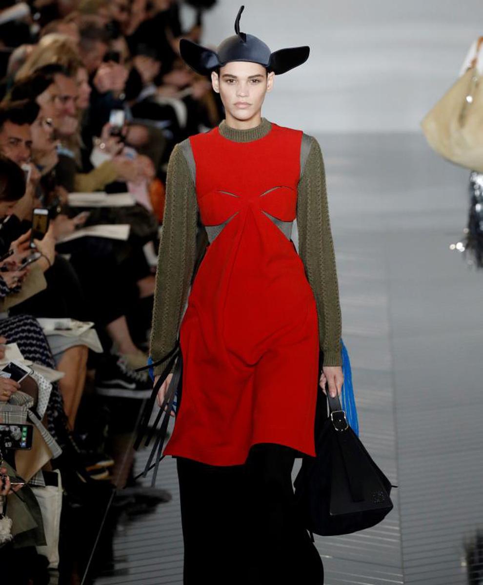 8d4458402 También desfiló en esta quinta jornada de la Semana de la Moda de París la  firma Balmain, donde su diseñador Olivier Rousteing volvió a sacar a paseo  su ...