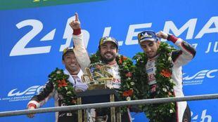 Alonso, Buemi y Nakajima, vencedores de las 24 Horas de Le Mans 2018.