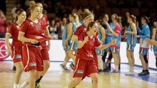 Las jugadoras del Lointek celebran el pase a semifinales.
