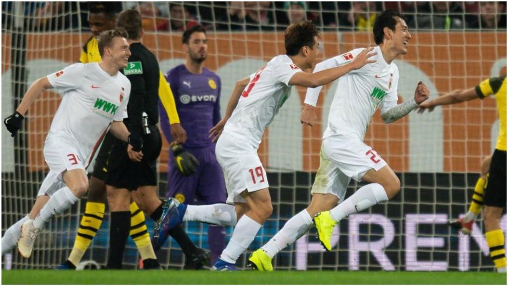 Ji Dong-won celebra su primer gol contrael Dortmund.