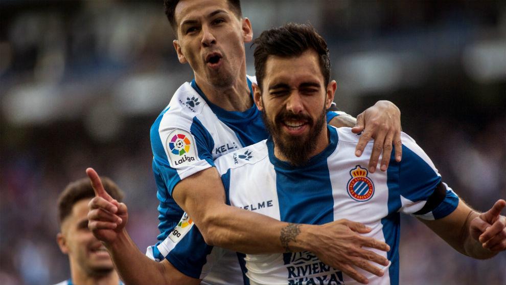 Borja celebra el tanto contra el Valladolid junto a Hernán Pérez.