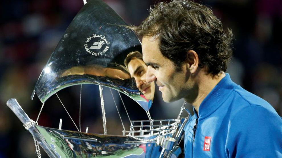 Federer, reflejado en la carabela de plata de Dubái