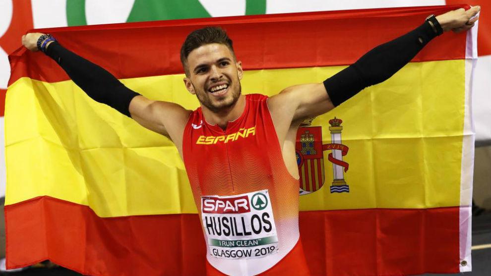 Óscar Husillos celebra su segundo puesto.