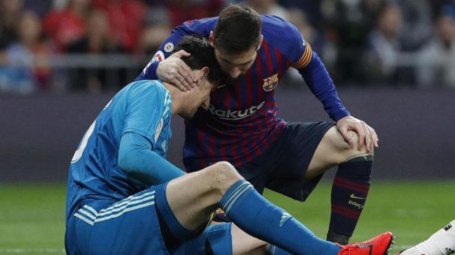 Thibaut Courtois and Lionel Messi