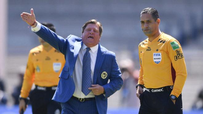 Herrera reclama a Roberto García.