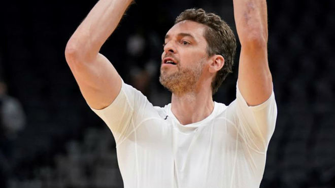 Pau Gasol en un calentamiento con los Spurs