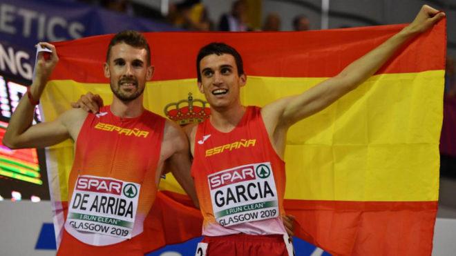 Álvaro de Arriba celebra con Mariano García su triunfo en el 800.