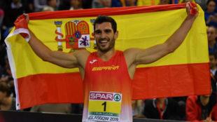 Jorge Ureña luce la bandera española tras su gran triunfo en el...