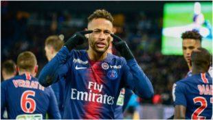 Neymar celebra su gol contra el EA Guingamp.