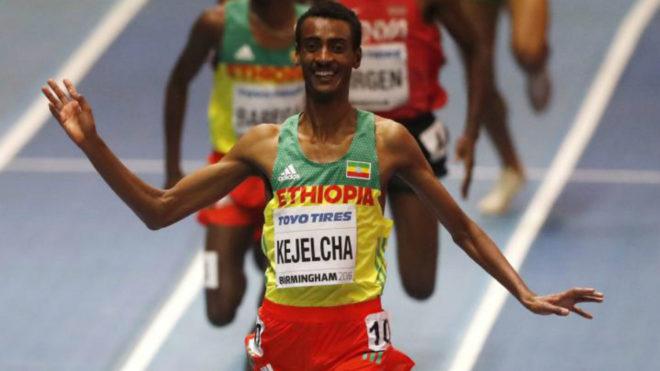 Yomif Kejelcha se impone en los 3.000 metros del Mundial de Birmingham...