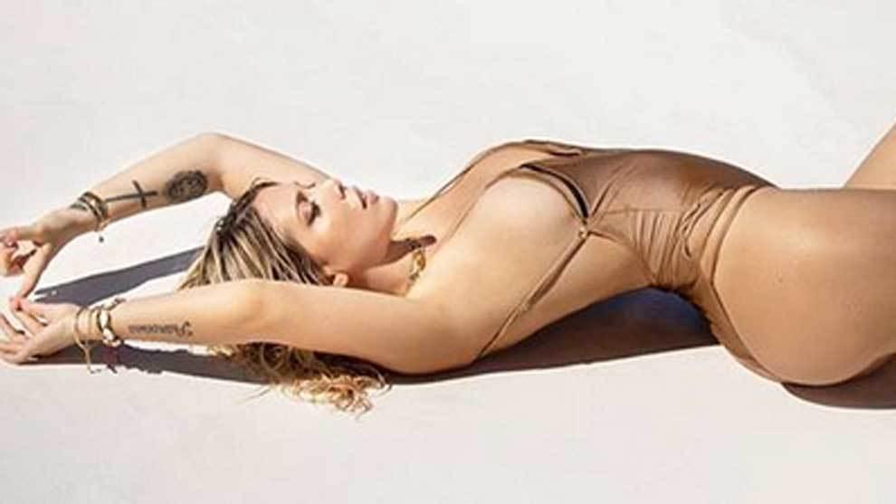 """Wanda Nara posa en bañador en la playa con el mensaje """"no ganas..."""