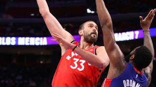 Marc Gasol intenta anotar ante Drummond