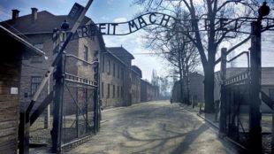 La entrada al campo de concentración de Auschwitz-Birkenau.