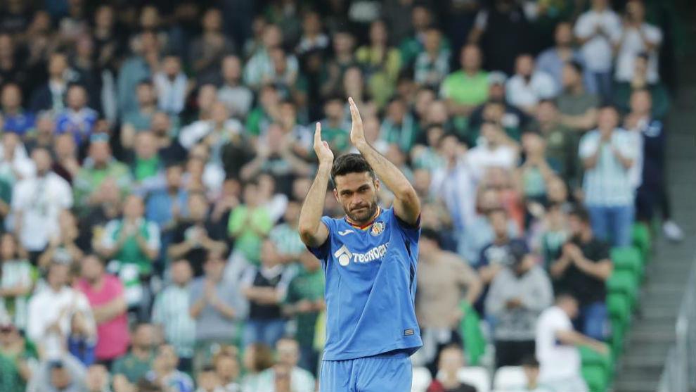 Molina aplaude a la afición en el Villamarín.