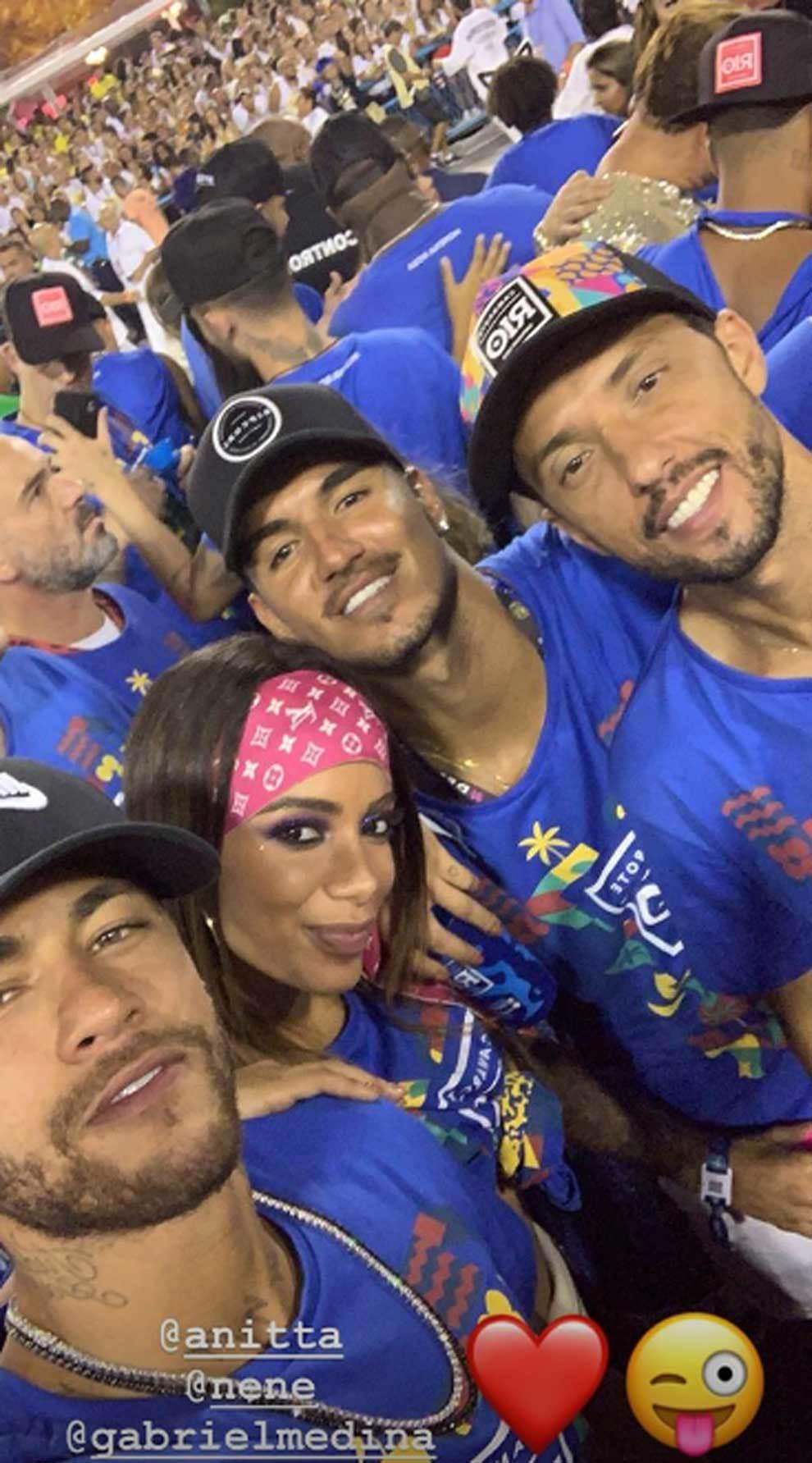 Neymar en el Carnaval de Río de Janeiro junto a la cantante Anitta y...