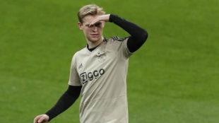 De Jong, durante el entrenamiento de ayer en el Santiago Bernabéu.