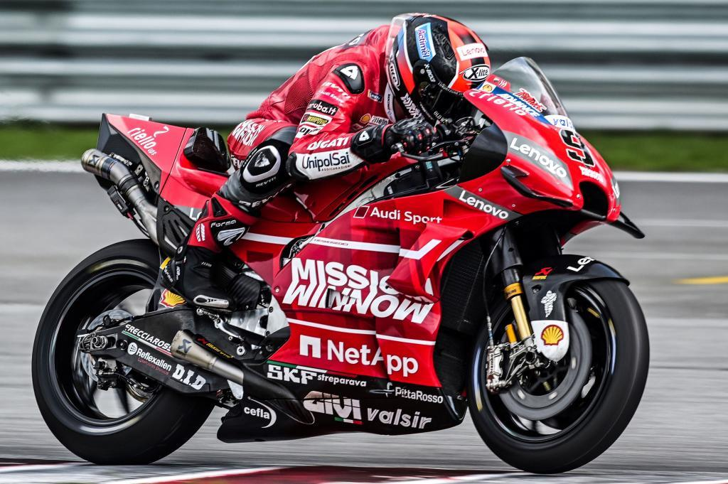 Ducati Teams Italian rider Danilo <HIT>Petrucci</HIT> steers his bike during the first day of the 2019 MotoGP pre-season testing at the Sepang International Circuit in Sepang on February 6, 2019. (Photo by Mohd RASFAN / AFP)