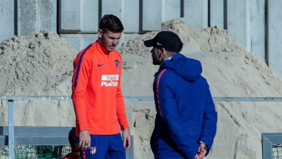 Lucas y Simeone en un entrenamiento del Atlético