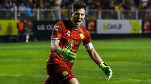 Gaspar Servio festeja en el juego ante el Atlas