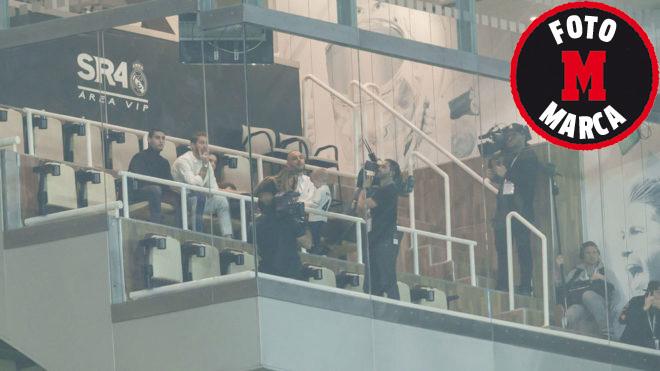 Las cámaras grabando a Sergio Ramos en su palco.