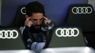 Isco, en el banquillo durante el Real Madrid-Barça.