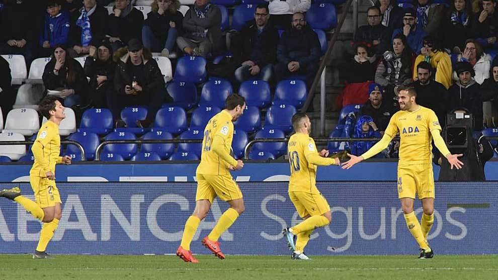 Esteban Burgos celebra el gol que abría el marcador en Riazor el...
