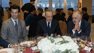 Solari y Laso flanquean a Florentino Pérez durante la última comida...