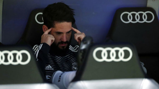 Isco on the bench during Real Madrid vs Barcelona