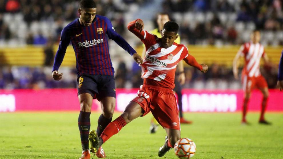 Todibo, en una acción en la Supercopa de Catalunya contra el Girona.
