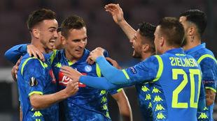 Fabián celebra con sus compañeros el 2-0.