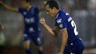 El festejo de Rodriguinho, autor del 1-0 para Cruzeiro.