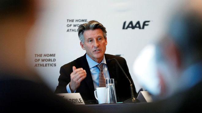 El presidente de la IAAF, Sebastian Coe, en rueda de prensa