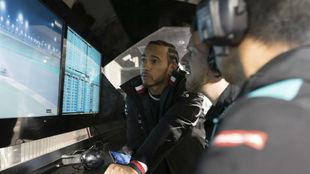 Hamilton, durante su visita al circuito de Losail