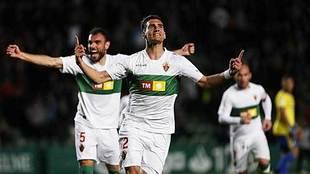 Dani Calvo celebra el gol del triunfo del Elche ante el Cádiz