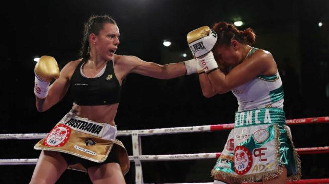 Joana lanza su izquierda contra Arrazola.