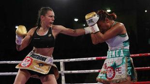 Joana lanza su izquierda contra Arrazola