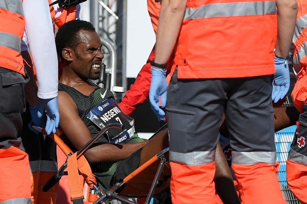 Abebe Negewo tuvo que ser atendido por los servicios médicos al...