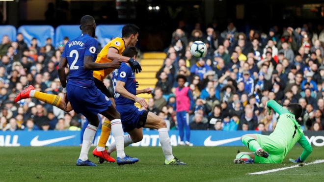 Raúl marca ante el Chelsea.