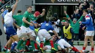 Ensayo de Rory Best en el partido entre Irlanda y Francia de este...