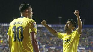 Costa celebra junto a Iborra el primer gol del Villarreal.