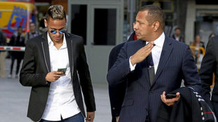 Neymar y su padre, a su llegada a la Audiencia Nacional.